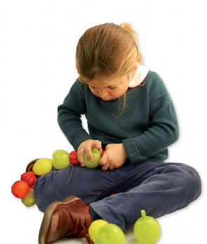 Αλυσίδα από πλαστικά φρούτα