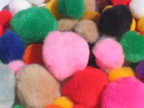 Pom poms σε διάφορα χρώματα